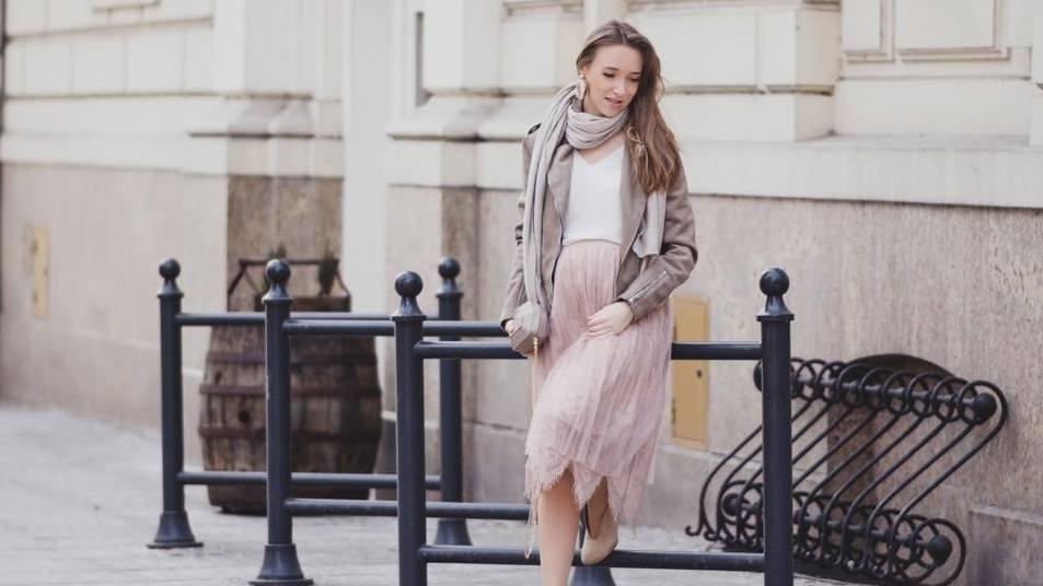 f7d40e5665cde7 Jedna z wiosennych stylizacji dla kobiet w ciąży, na zdjęciu: Beata  Bujanowska/fot. Natalia Mazurkiewicz