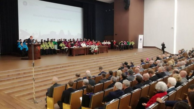 Prof. Norman Davies z doktoratem honoris causa UMK