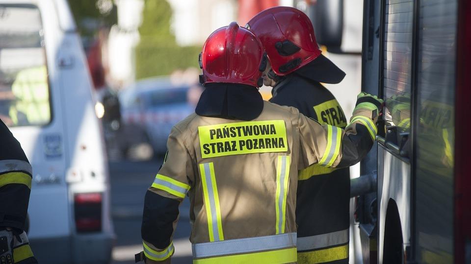 Ogień w kamienicy w Gniewkowie. Obrażenia, poparzenia, zatrucie dymem