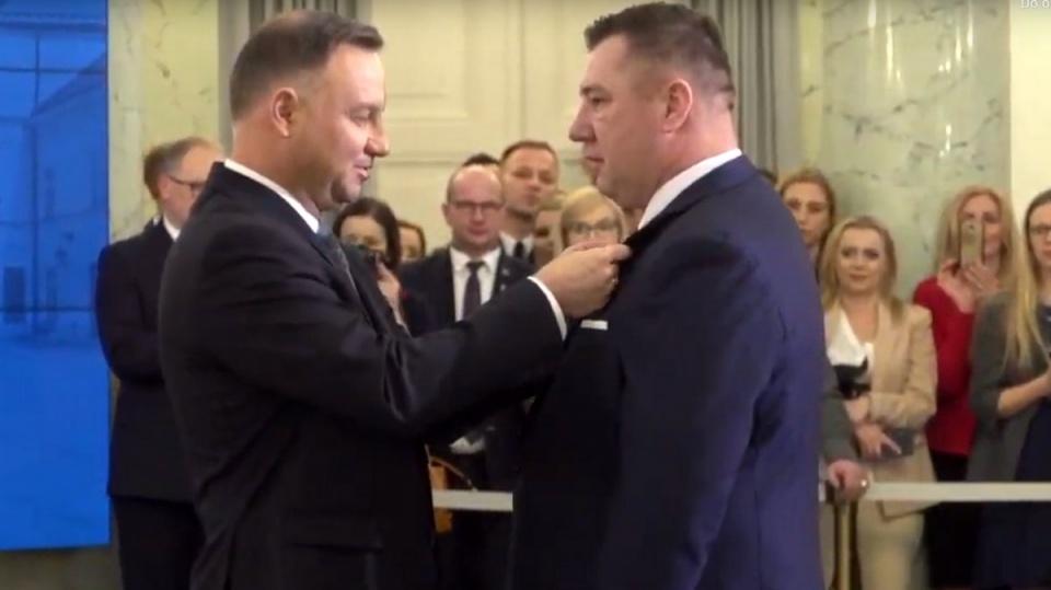 Bohater naszej szkoły odbiera odznaczenie od prezydenta Andrzeja Dudy